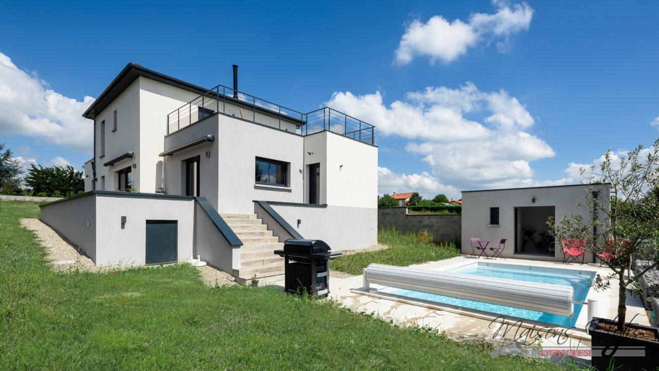 Maison contemporaine ouest de lyon maisons elytis lyon for Constructeur maison contemporaine lyon