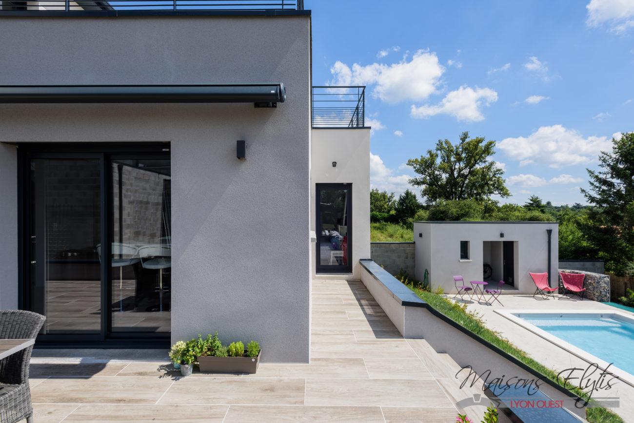 Maison contemporaine ouest de lyon maisons elytis lyon for Realisation maison contemporaine