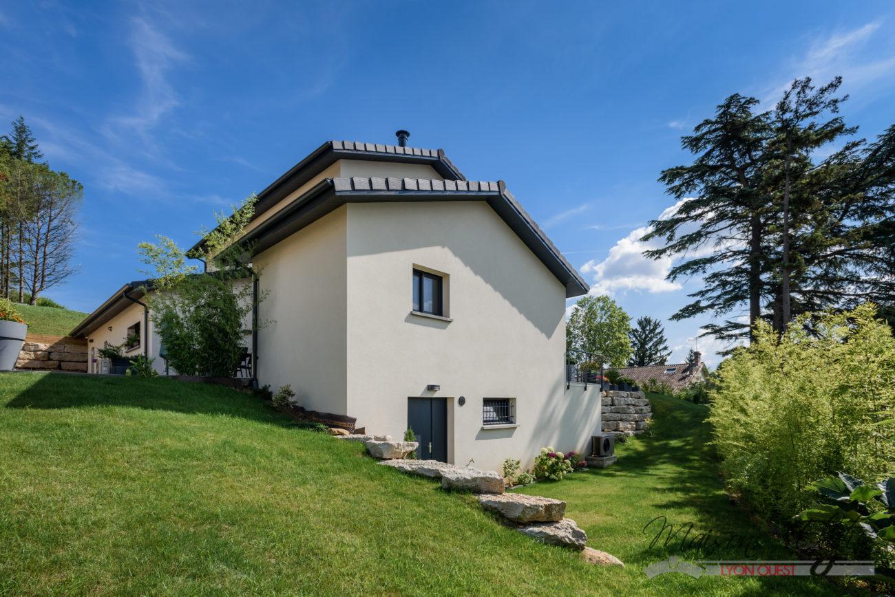 Maison contemporaine dans l 39 ain 01 maisons elytis lyon for Maison moderne l