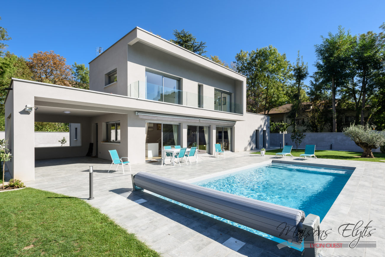Maison moderne et contemporaine avec piscine l 39 ouest de for Plan de construction villa moderne