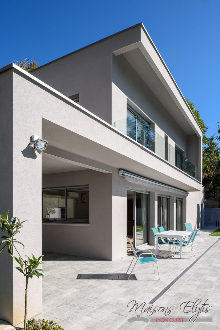 Maison moderne et contemporaine avec piscine l 39 ouest de for Maisons contemporaines